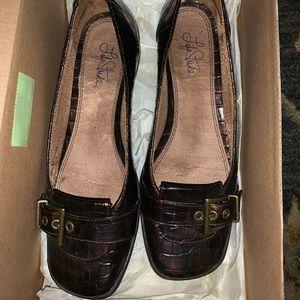 Life Stride Brown Croc Flats. Size 7. Buckle